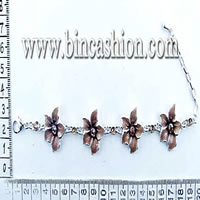 Fashion bracelet with flower